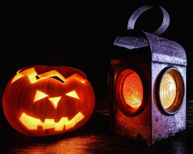 Halloween Lantern & Pumpkin